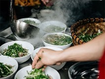 Thêm một lần vinh quang gọi tên Phở Việt, lọt hẳn top món ăn đựng trong bát ngon nhất thế giới