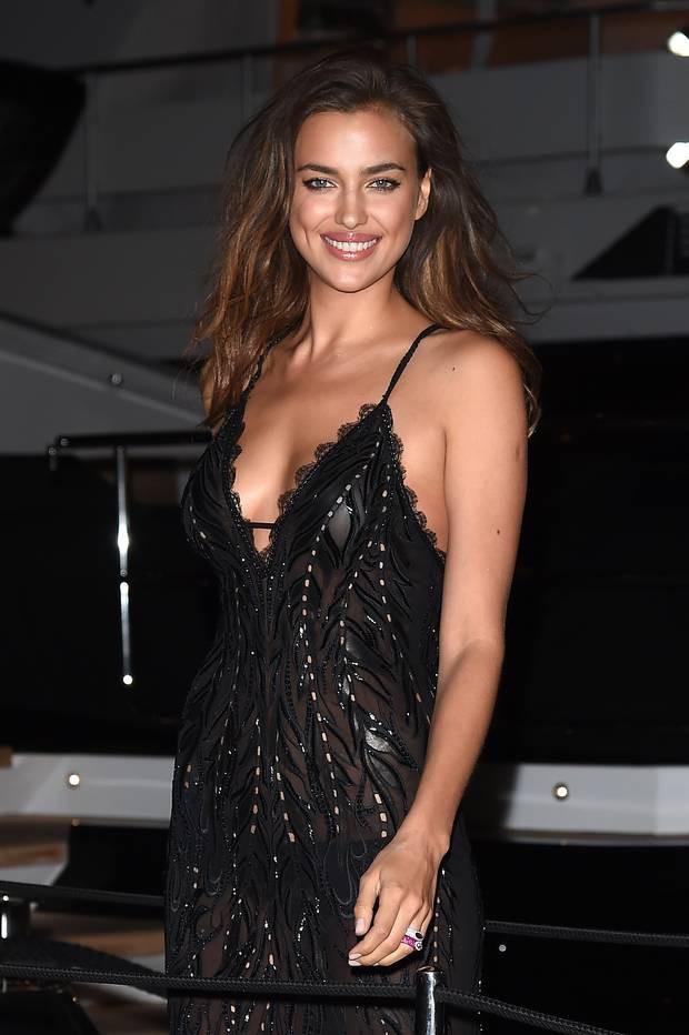 Nhìn lại tuyển tập trang phục trắc nết nhất Cannes, cuối cùng cũng tìm ra đối thủ xứng tầm với Ngọc Trinh-12