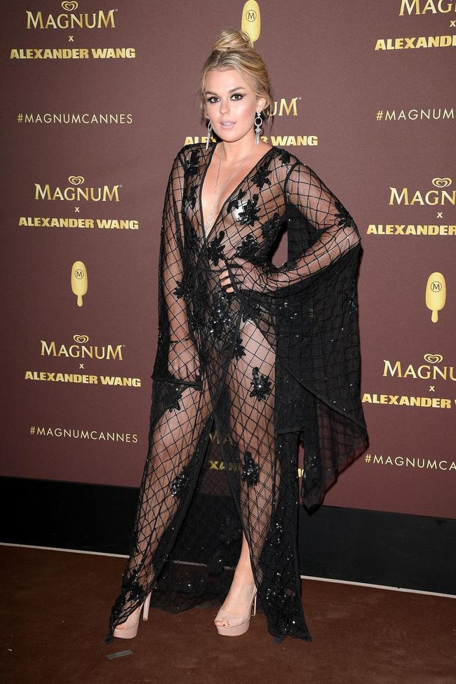 Nhìn lại tuyển tập trang phục trắc nết nhất Cannes, cuối cùng cũng tìm ra đối thủ xứng tầm với Ngọc Trinh-13
