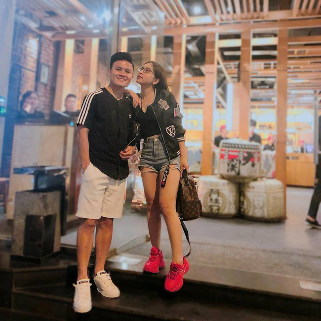 Vừa khoe ảnh mặc quần ngắn 5 phân ngồi banh chân, Nhật Lê bạn gái Quang Hải lại bị dân mạng khẩu nghiệp-1