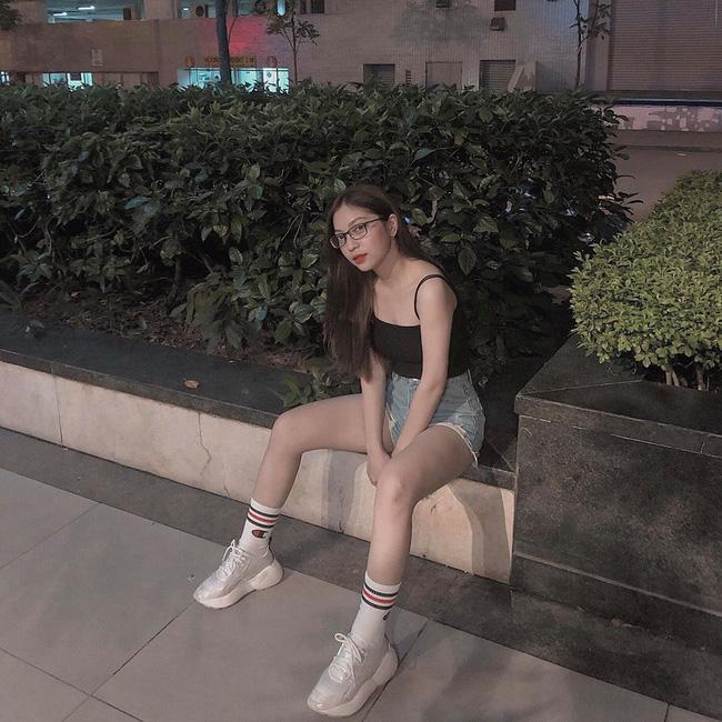 Vừa khoe ảnh mặc quần ngắn 5 phân ngồi banh chân, Nhật Lê bạn gái Quang Hải lại bị dân mạng khẩu nghiệp-6
