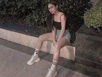 Vừa khoe ảnh mặc quần ngắn 5 phân ngồi banh chân, Nhật Lê bạn gái Quang Hải lại bị dân mạng khẩu nghiệp