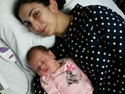 Mẹ 35 tuổi, sinh bé vài tuần đã bắt đầu mãn kinh: Nguyên nhân đằng sau là cả một câu chuyện đau lòng