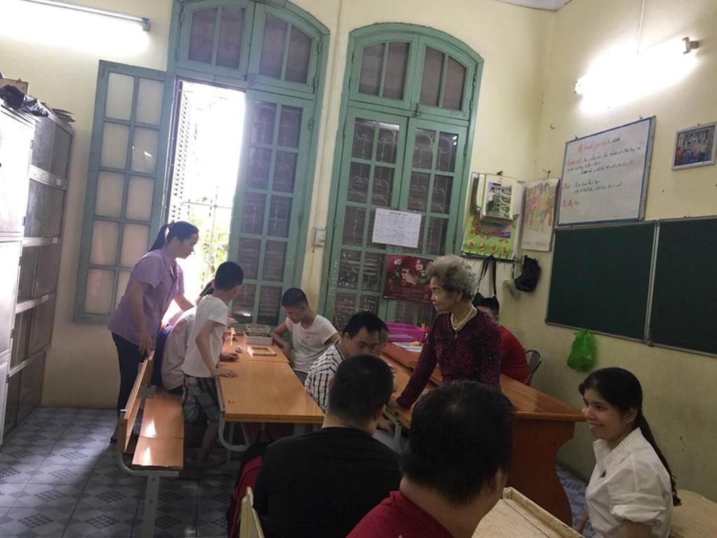 """Cô giáo dạy trẻ tự kỷ: Học sinh tát, dứt tóc tôi như cơm bữa""""-1"""