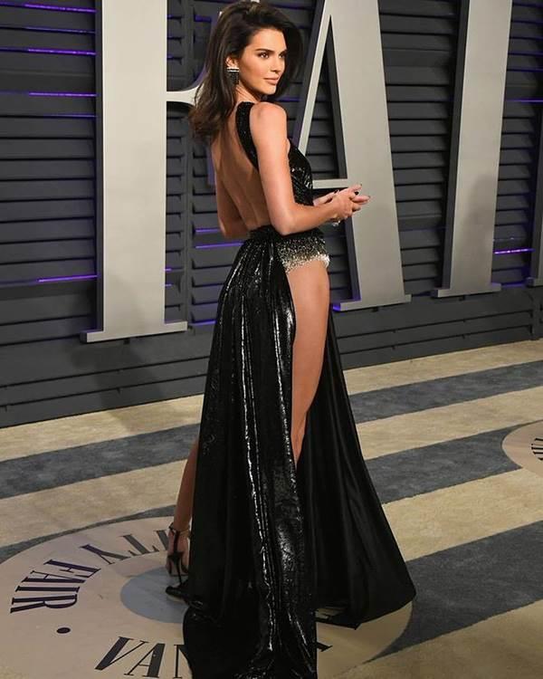 Dân mạng phát hiện Ngọc Trinh tạo dáng, mặc váy giống hệt Kendall Jenner-2