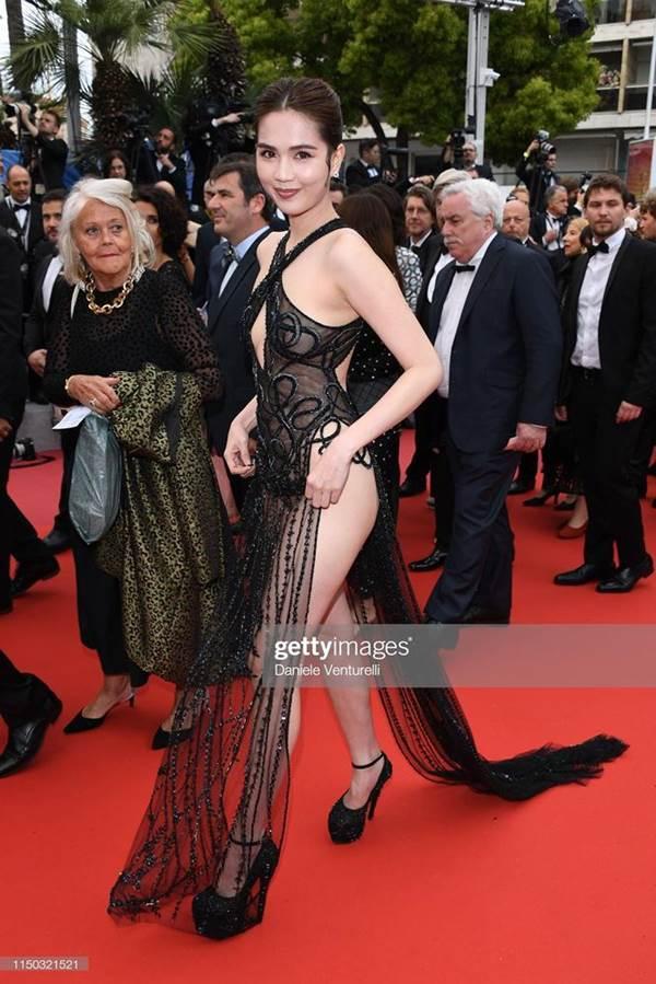 Dân mạng phát hiện Ngọc Trinh tạo dáng, mặc váy giống hệt Kendall Jenner-3