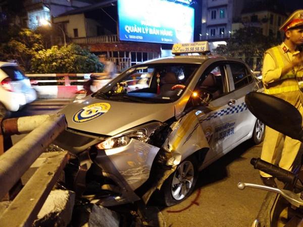 Hà Nội: Nam tài xế taxi ngủ ngật đâm vỡ thành cầu Chương Dương-1