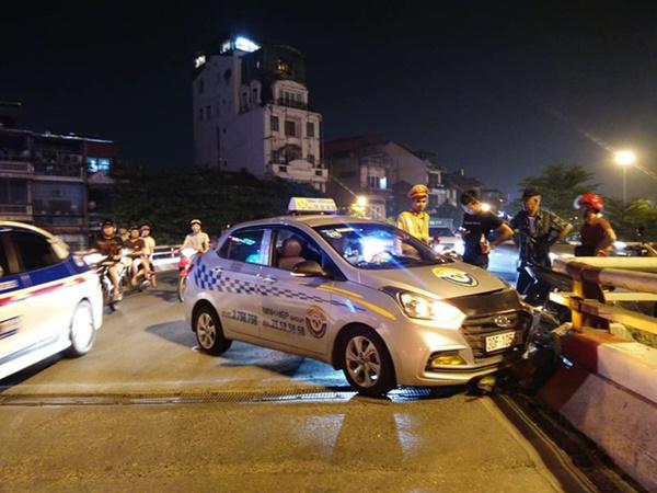 Hà Nội: Nam tài xế taxi ngủ ngật đâm vỡ thành cầu Chương Dương-2