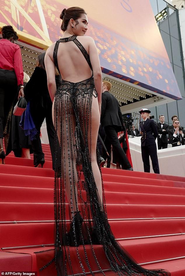 Báo Anh soi cận cảnh màn xuất hiện không nội y của Ngọc Trinh trên thảm đỏ Cannes 2019-2
