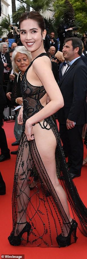 Báo Anh soi cận cảnh màn xuất hiện không nội y của Ngọc Trinh trên thảm đỏ Cannes 2019-4