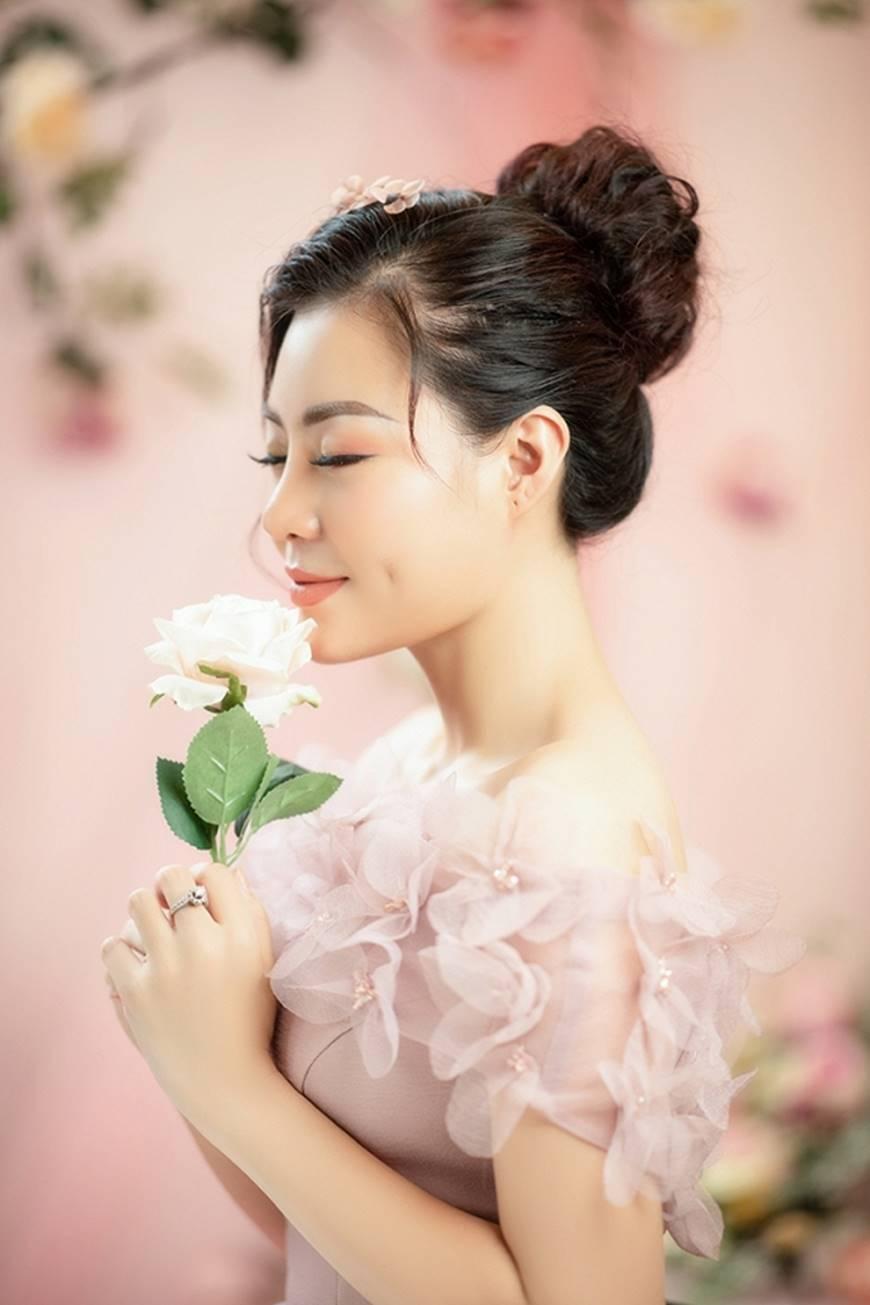 Diễn viên Thanh Hương bỗng dịu dàng lạ thường trong loạt ảnh mới-2