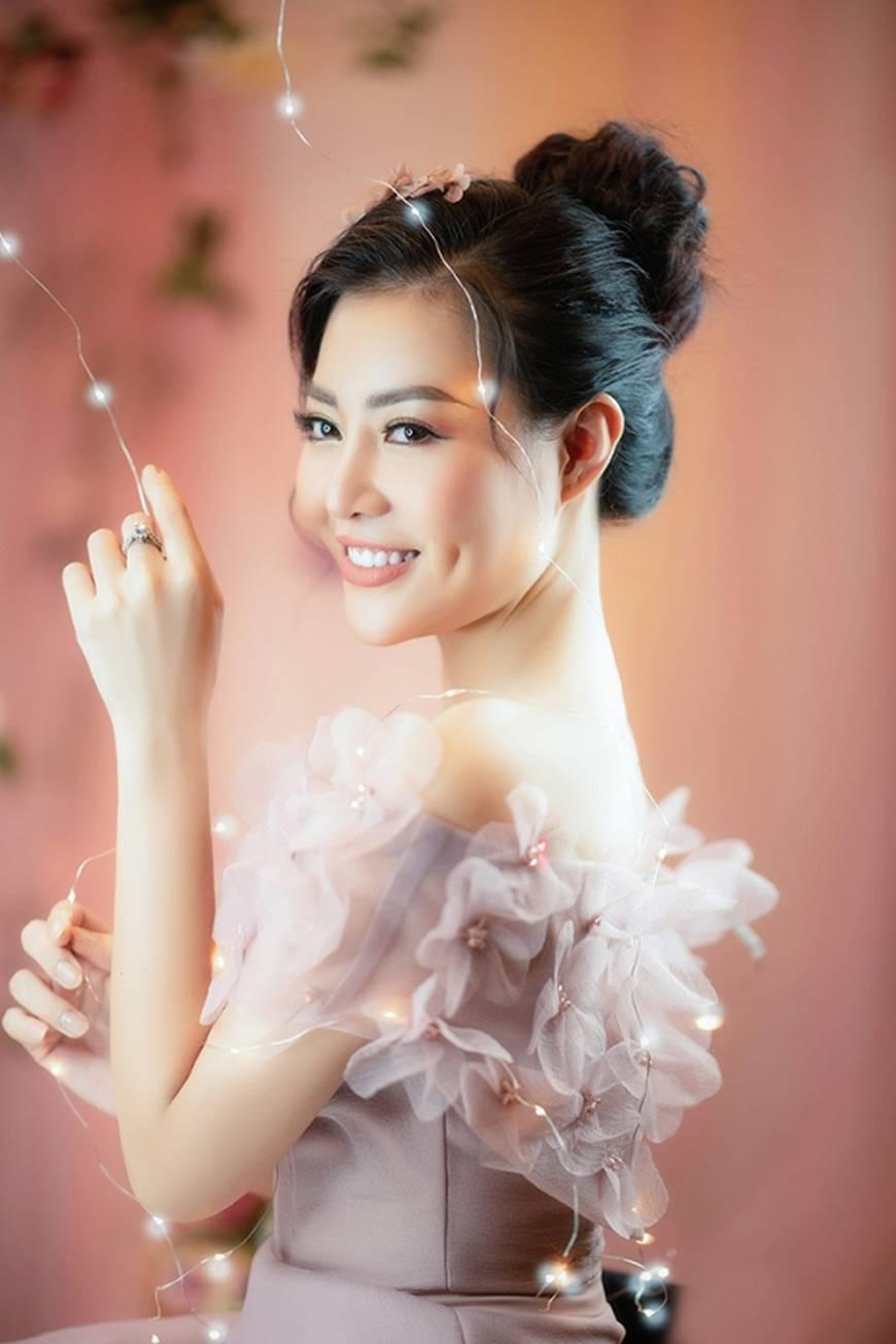 Diễn viên Thanh Hương bỗng dịu dàng lạ thường trong loạt ảnh mới-5