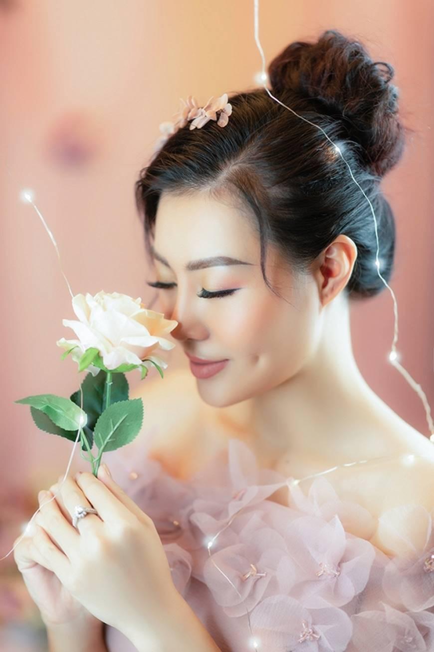 Diễn viên Thanh Hương bỗng dịu dàng lạ thường trong loạt ảnh mới-11