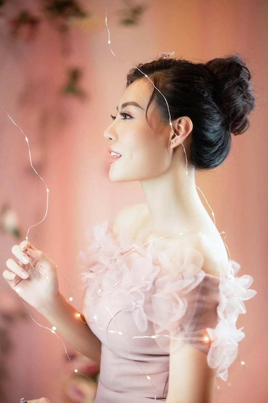 Diễn viên Thanh Hương bỗng dịu dàng lạ thường trong loạt ảnh mới-6