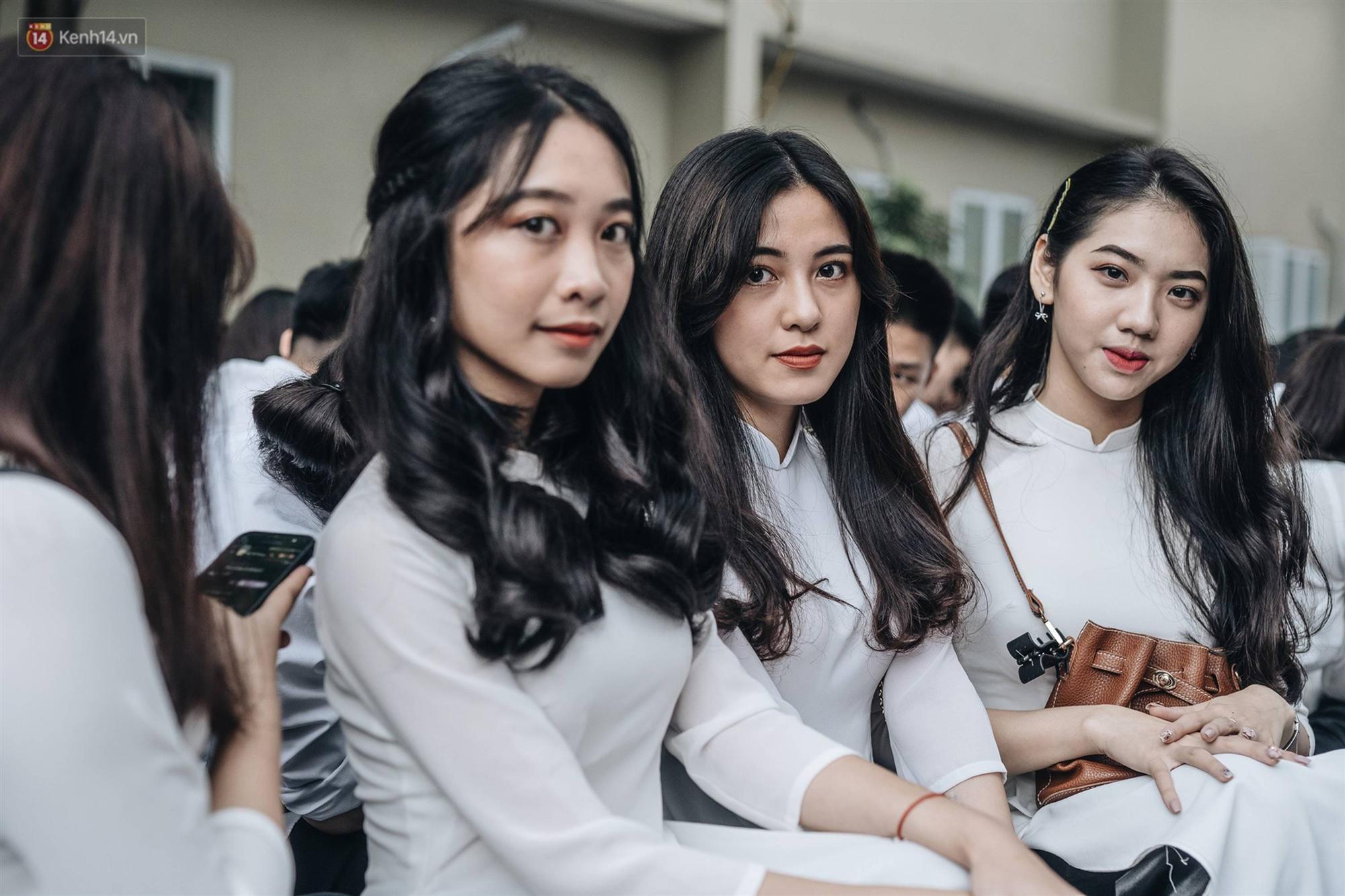 Mặc áo dài trắng đội mưa dự lễ bế giảng, dàn nữ sinh ngôi trường này gây thương nhớ vì quá xinh xắn-3