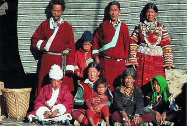 Hôn nhân ở vùng đất lạ kỳ: Một chị vợ 5-7 anh chồng, chuyện ái ân phải xếp lịch chia ca để công bằng cho tất cả-5