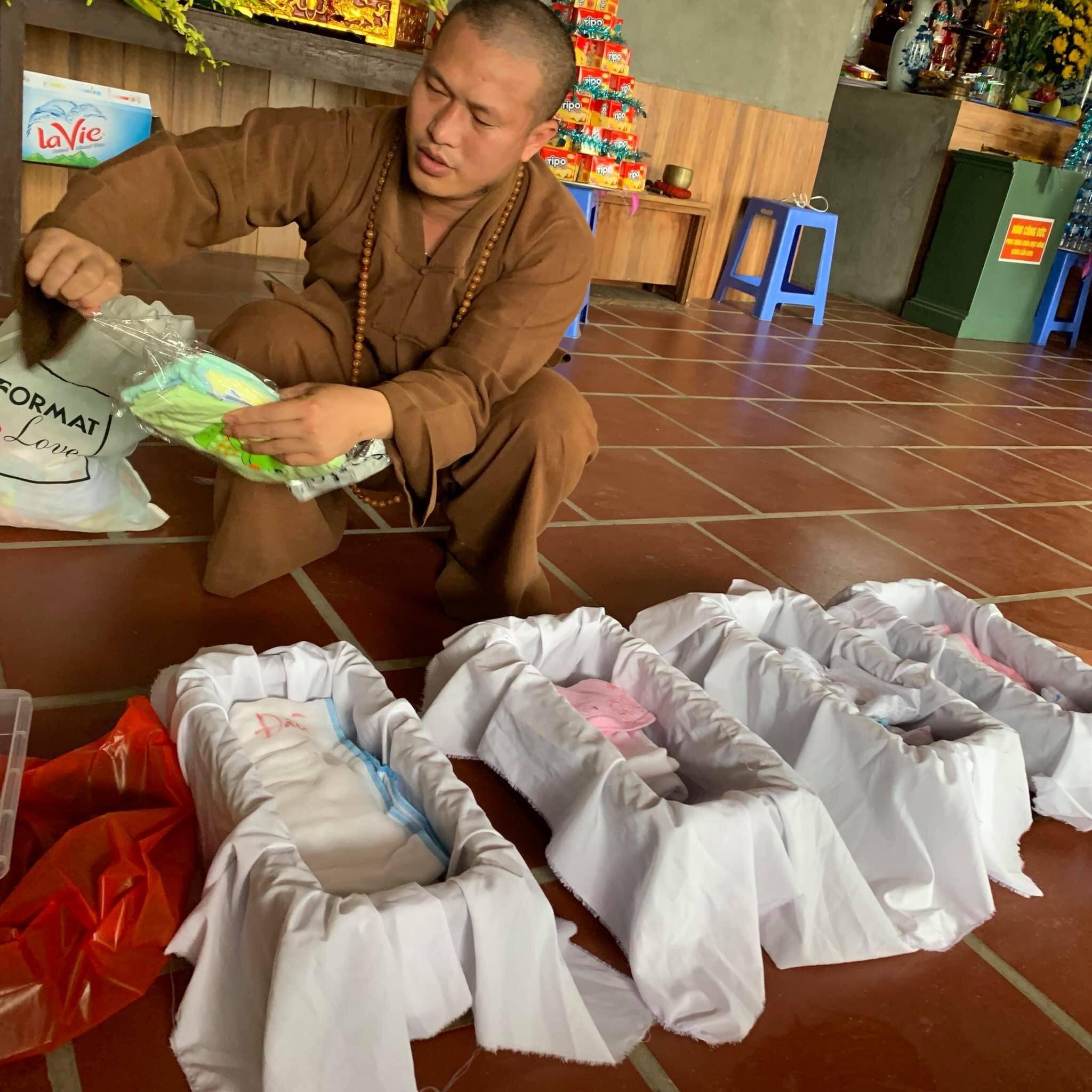 Giấu gia đình, nữ bác sĩ Hà Nội đến chùa ở cữ-1