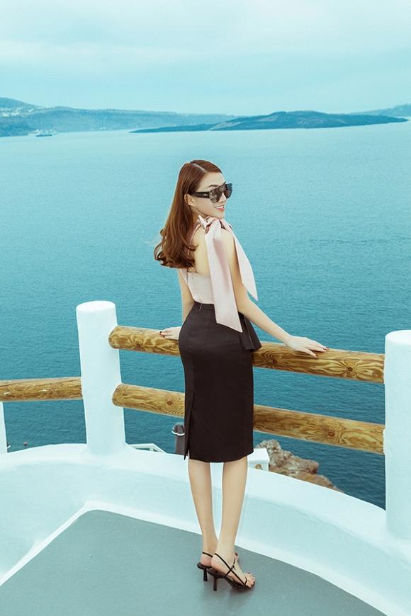 Lê Hà khoe nhan sắc rạng rỡ trong chuyến trăng mật tại vùng đảo Santorini-8