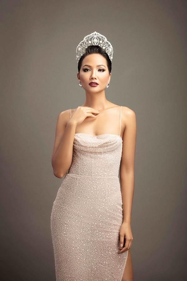 Dàn Hoa hậu Việt dành danh hiệu quốc tế hội ngộ trong bộ ảnh Tự hào Việt Nam-1