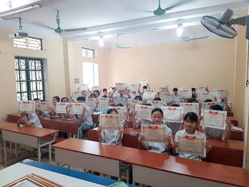 Trường dạy kiểu gì mà 42/43 em một lớp có giấy khen học sinh giỏi-2