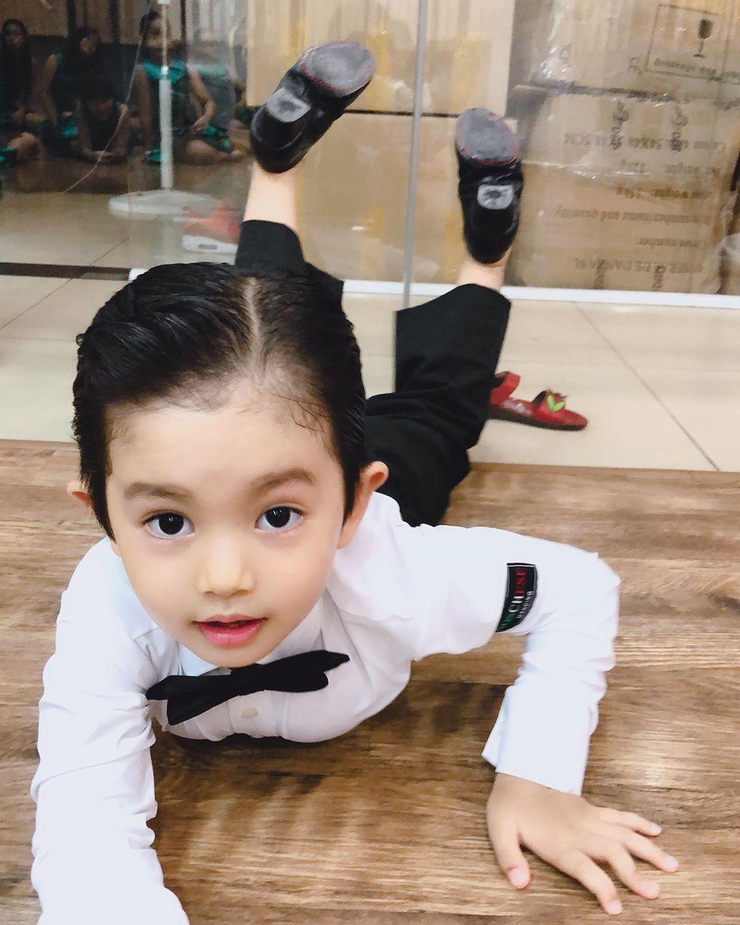 Bộc lộ năng khiếu dancesport khi mới hơn 3 tuổi, con trai Phan Hiển - Khánh Thi lần đầu ra sàn nhảy khiến nhiều người bất ngờ-1