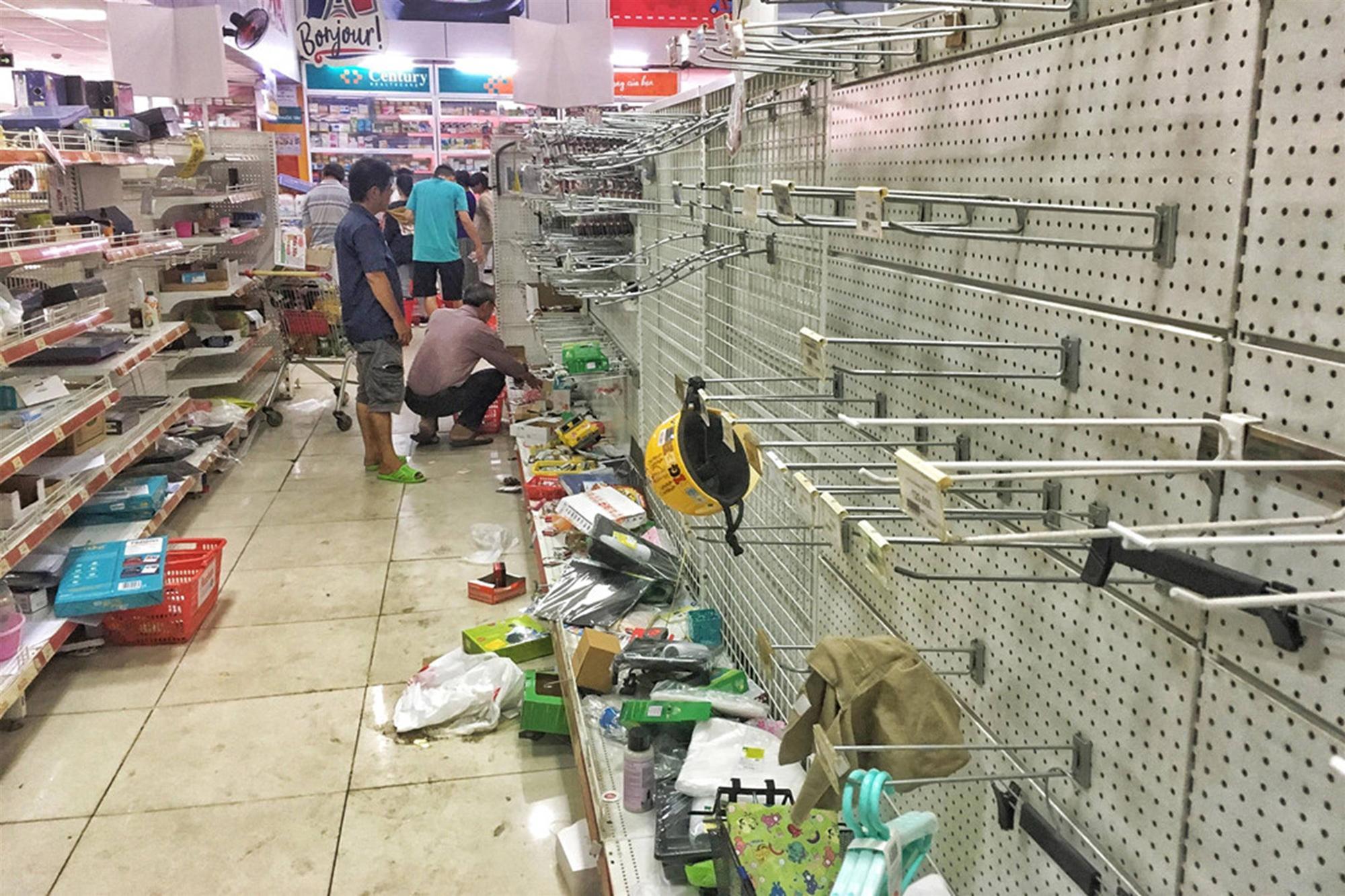 Khách vứt hàng bừa bãi, Auchan tan hoang trước ngày đóng cửa-5