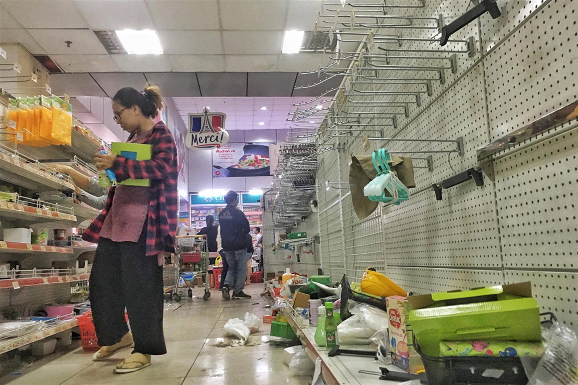 Khách vứt hàng bừa bãi, Auchan tan hoang trước ngày đóng cửa-8