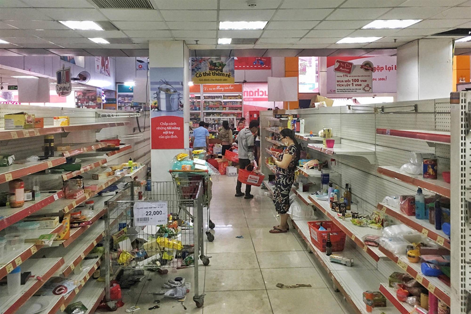 Khách vứt hàng bừa bãi, Auchan tan hoang trước ngày đóng cửa-9