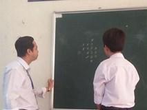 Khoảnh khắc vui nhộn: Học trò chơi cờ thắng thầy sẽ được cộng điểm