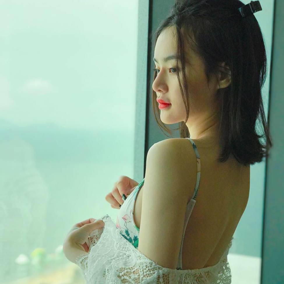 Em gái Angela Phương Trinh xinh đẹp và gợi cảm muôn phần ở tuổi 23-3