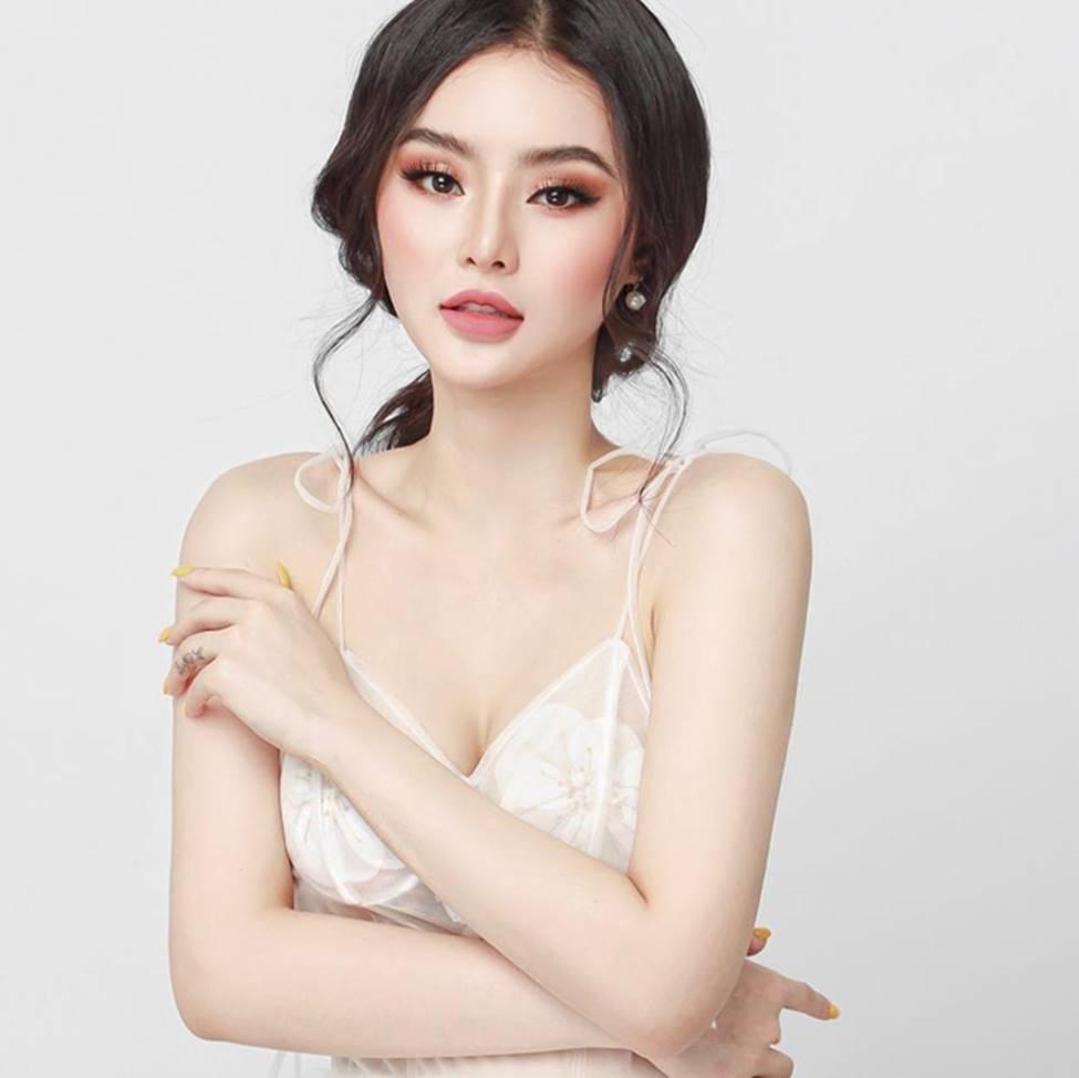 Em gái Angela Phương Trinh xinh đẹp và gợi cảm muôn phần ở tuổi 23-11