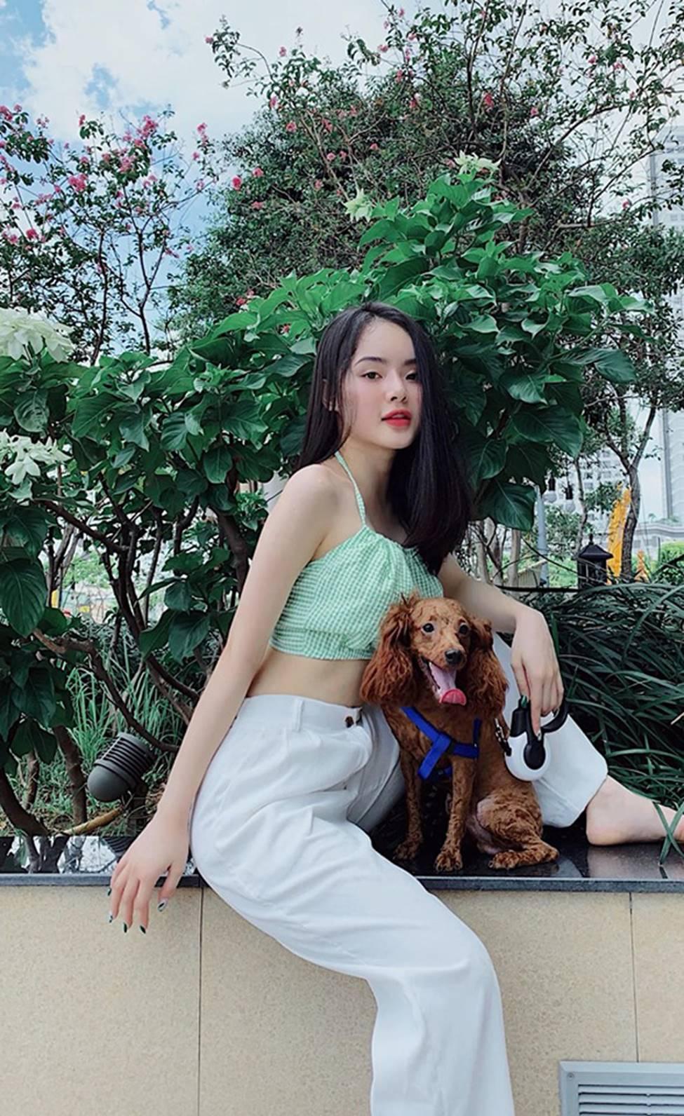 Em gái Angela Phương Trinh xinh đẹp và gợi cảm muôn phần ở tuổi 23-15