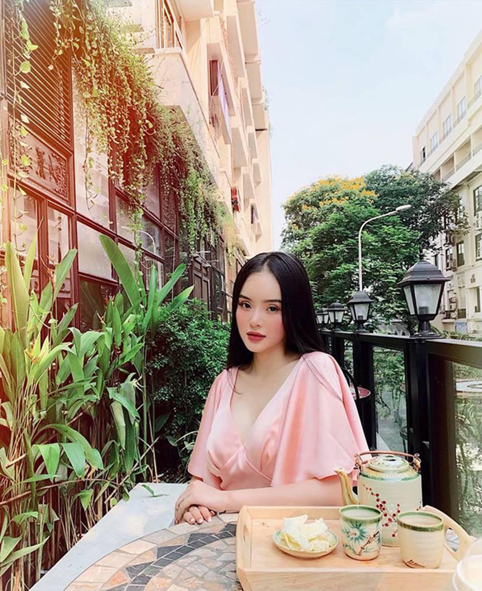 Em gái Angela Phương Trinh xinh đẹp và gợi cảm muôn phần ở tuổi 23-20