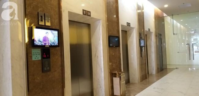Bé gái và một phụ nữ nghi bị người đàn ông nước ngoài sàm sỡ trong thang máy chung cư-2