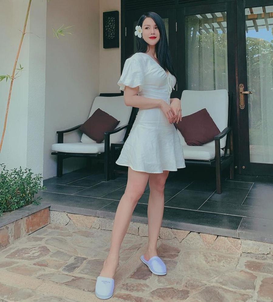"""Thống trị street style, sao Việt đua nhau diện crop top sương sương"""", váy đầm bánh bèo""""-5"""