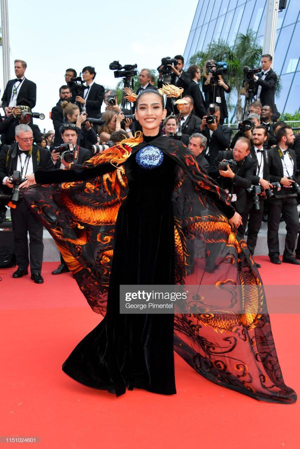 Sau Ngọc Trinh, đến lượt Trương Thị May xuất hiện trên thảm đỏ Cannes khiến truyền thông quốc tế náo loạn-3