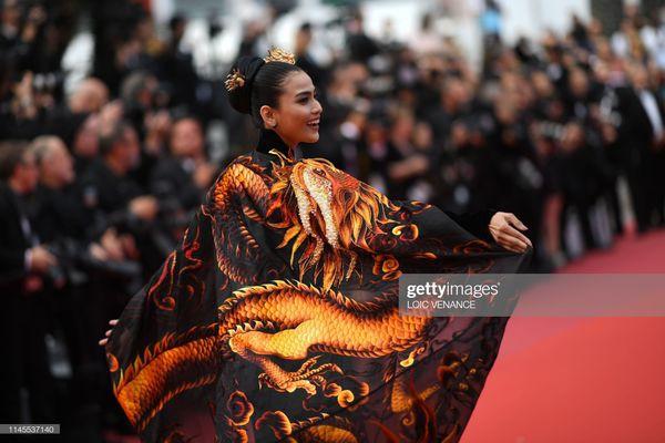 Sau Ngọc Trinh, đến lượt Trương Thị May xuất hiện trên thảm đỏ Cannes khiến truyền thông quốc tế náo loạn-4
