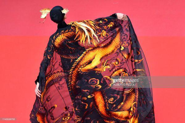 Sau Ngọc Trinh, đến lượt Trương Thị May xuất hiện trên thảm đỏ Cannes khiến truyền thông quốc tế náo loạn-8