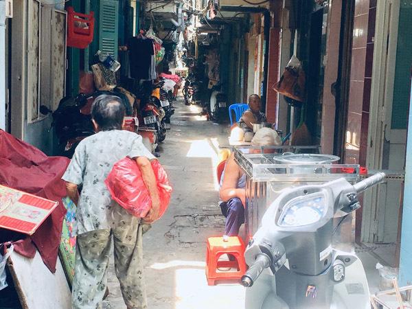 Đất dữ Sài Gòn: Anh công an ngồi đọc sách giữa đường để canh tội phạm-2