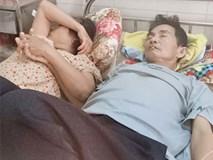 Bức ảnh người vợ nắm tay chồng bị ung thư giai đoạn cuối gây 'bão mạng'