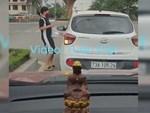 Clip: Nữ tài xế vượt phải, luồn lách như xe máy, gây tai nạn thót tim ở Thái Bình-1