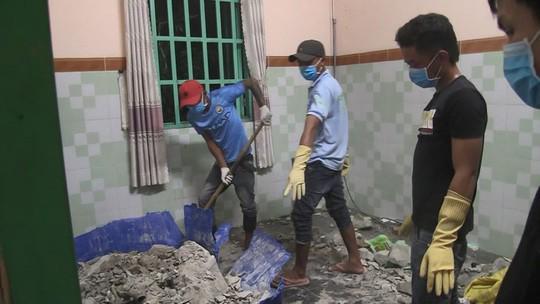 Vụ hai thi thể trong thùng bê tông: Gia đình ở Nghệ An đưa nạn nhân về an táng-2