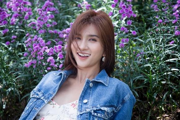 Diễn viên Kim Tuyến đẹp mơ màng giữa sắc hoa Đà Lạt-2