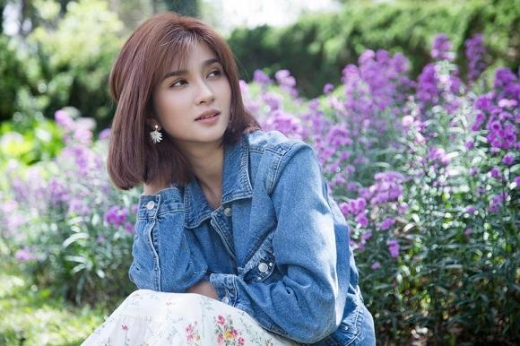 Diễn viên Kim Tuyến đẹp mơ màng giữa sắc hoa Đà Lạt-3