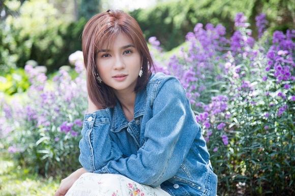 Diễn viên Kim Tuyến đẹp mơ màng giữa sắc hoa Đà Lạt-10