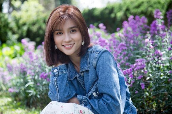 Diễn viên Kim Tuyến đẹp mơ màng giữa sắc hoa Đà Lạt-5