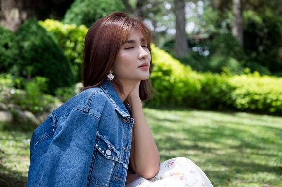 Diễn viên Kim Tuyến đẹp mơ màng giữa sắc hoa Đà Lạt-6