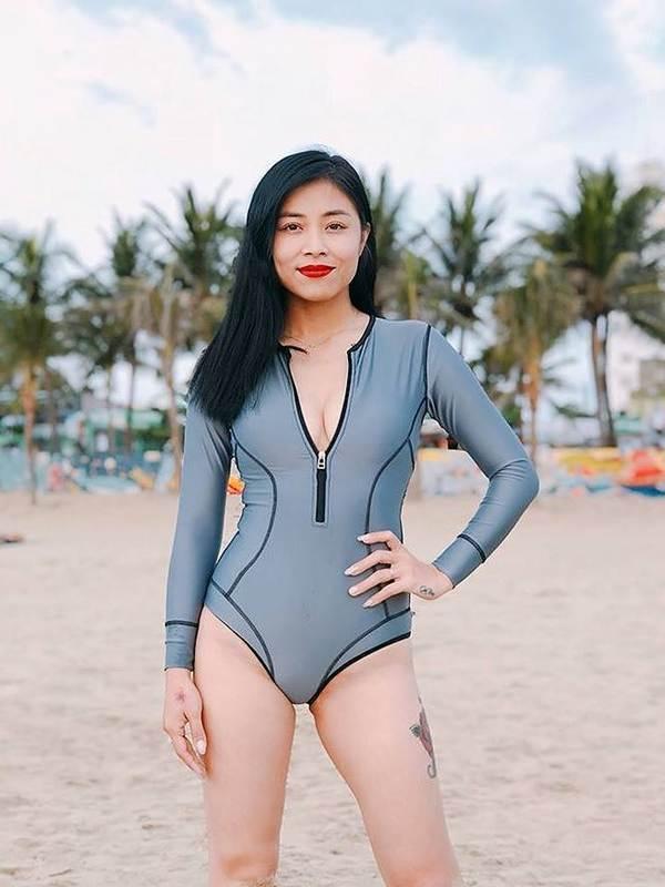 BTV Hoàng Linh lại tung ảnh bikini đốt mắt người nhìn-6