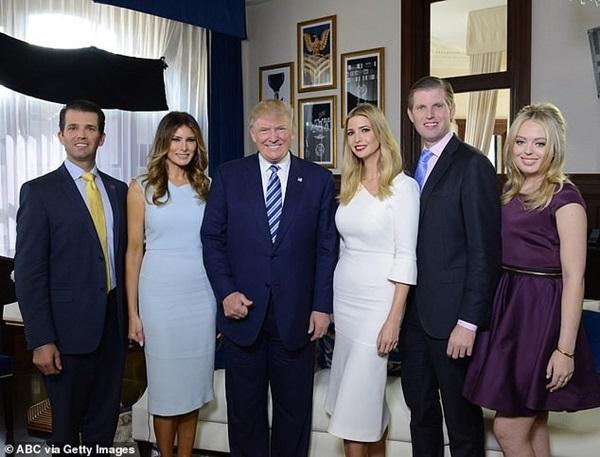Người hâm mộ nín thở chờ đợi Tổng thống Trump mang cả gia đình đẹp hơn hoa đến gặp Hoàng gia Anh, Công nương Kate chứng minh có thể cân cả đội hình nhờ điều này-1