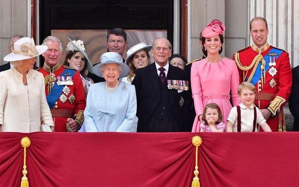 Người hâm mộ nín thở chờ đợi Tổng thống Trump mang cả gia đình đẹp hơn hoa đến gặp Hoàng gia Anh, Công nương Kate chứng minh có thể cân cả đội hình nhờ điều này-2